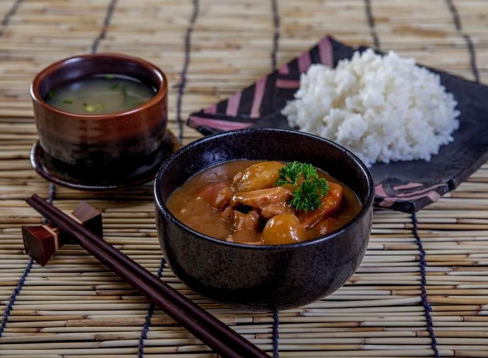 карри с рисом и мясом