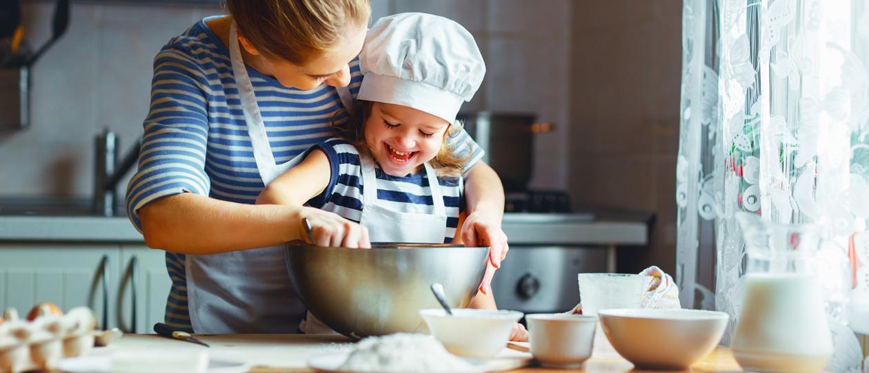 дети готовят