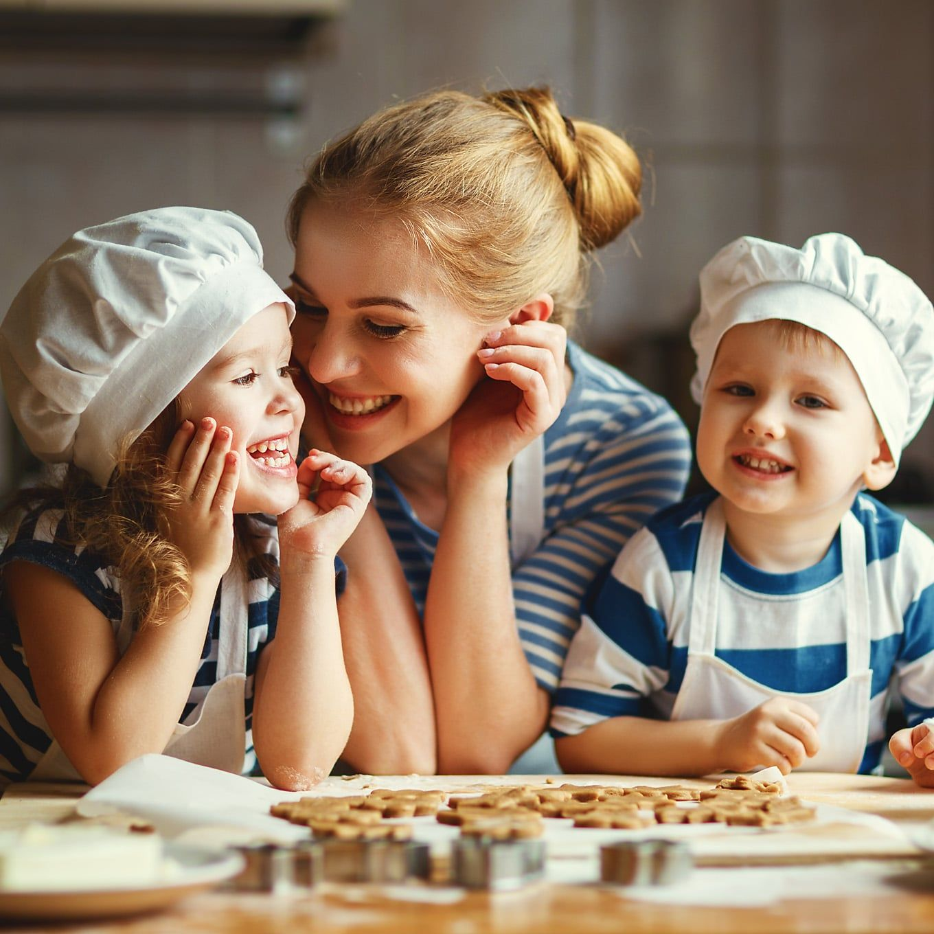 kids are cooking with mom