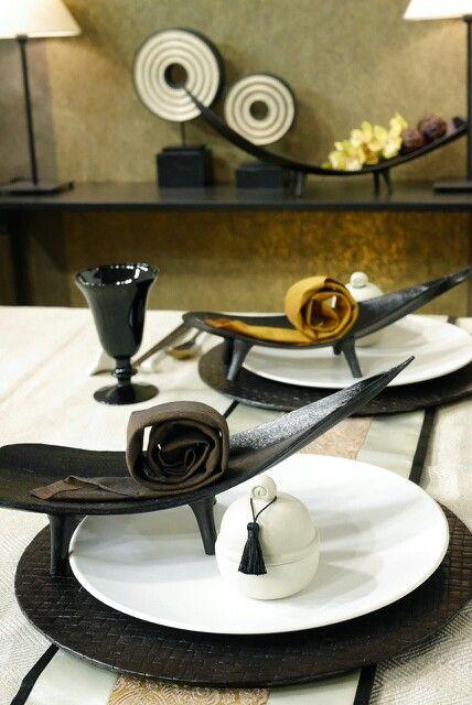 сервировка стола в темных оттенках