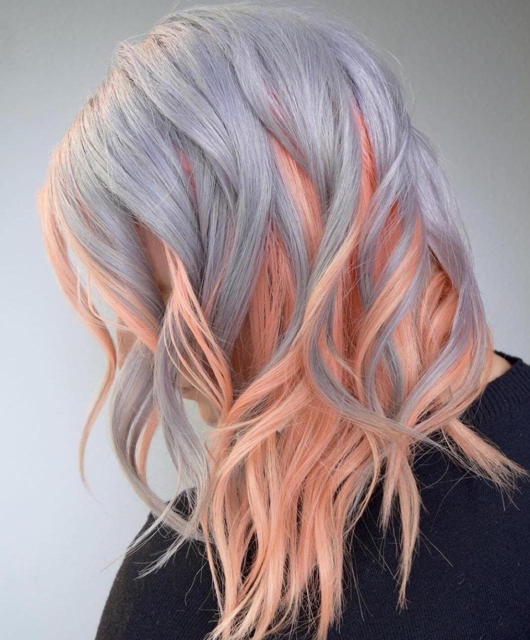 серо-розовые волосы